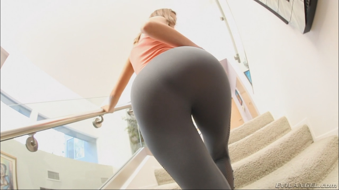 Cameraman fucks her tights
