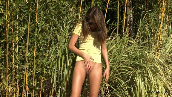 AMAZING outdoor bang with adorable tiny girl