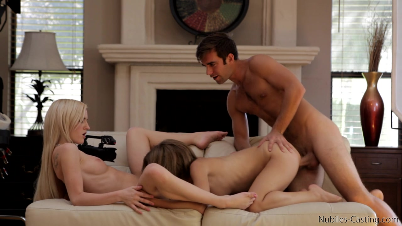 SO FUCKING HOT young trio having amazing fuck!