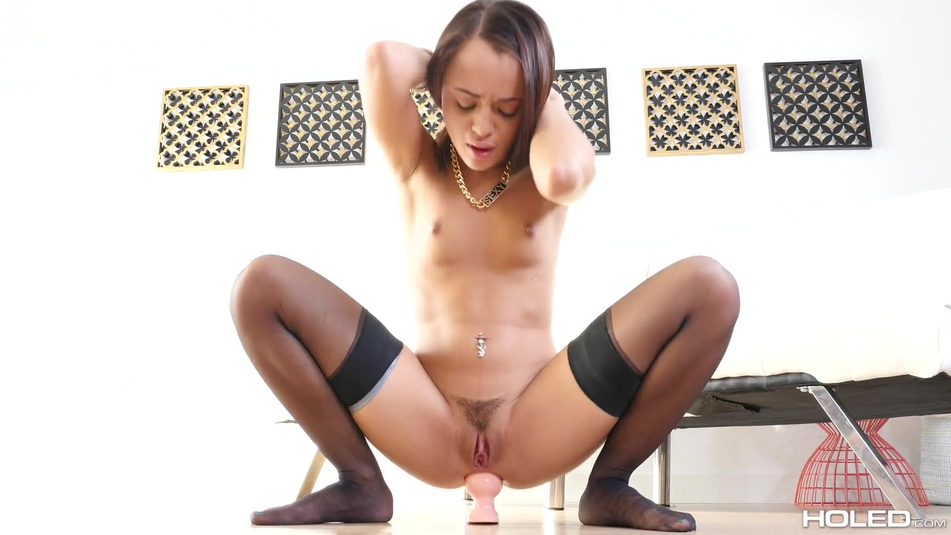 Deeply penetrating Holly Hendrix in her sexy asshole