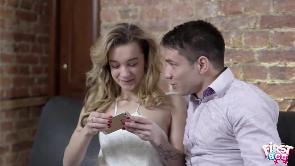 Soniy Sweet, Erika Bellucci - Unexpected threesome action