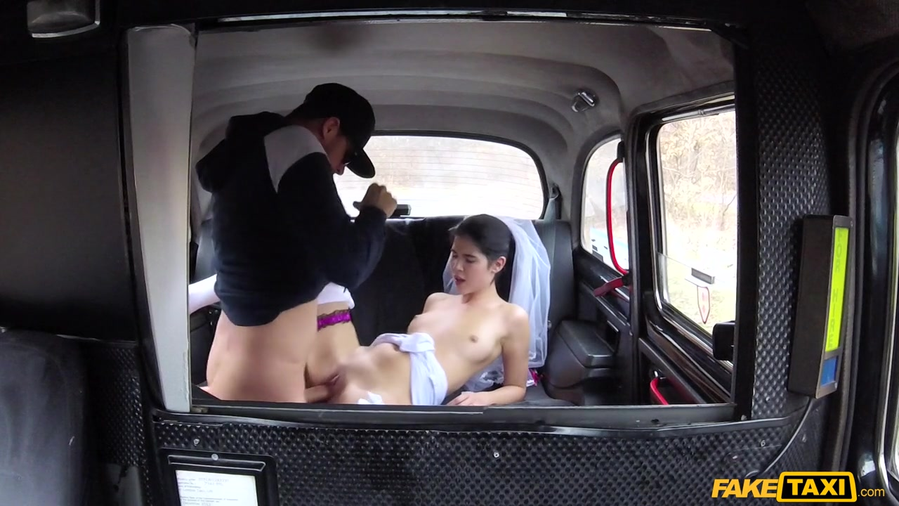 Cristal Caitlin, Gina Gerson, Lady Dee - Hen party gets wild in Prague taxi