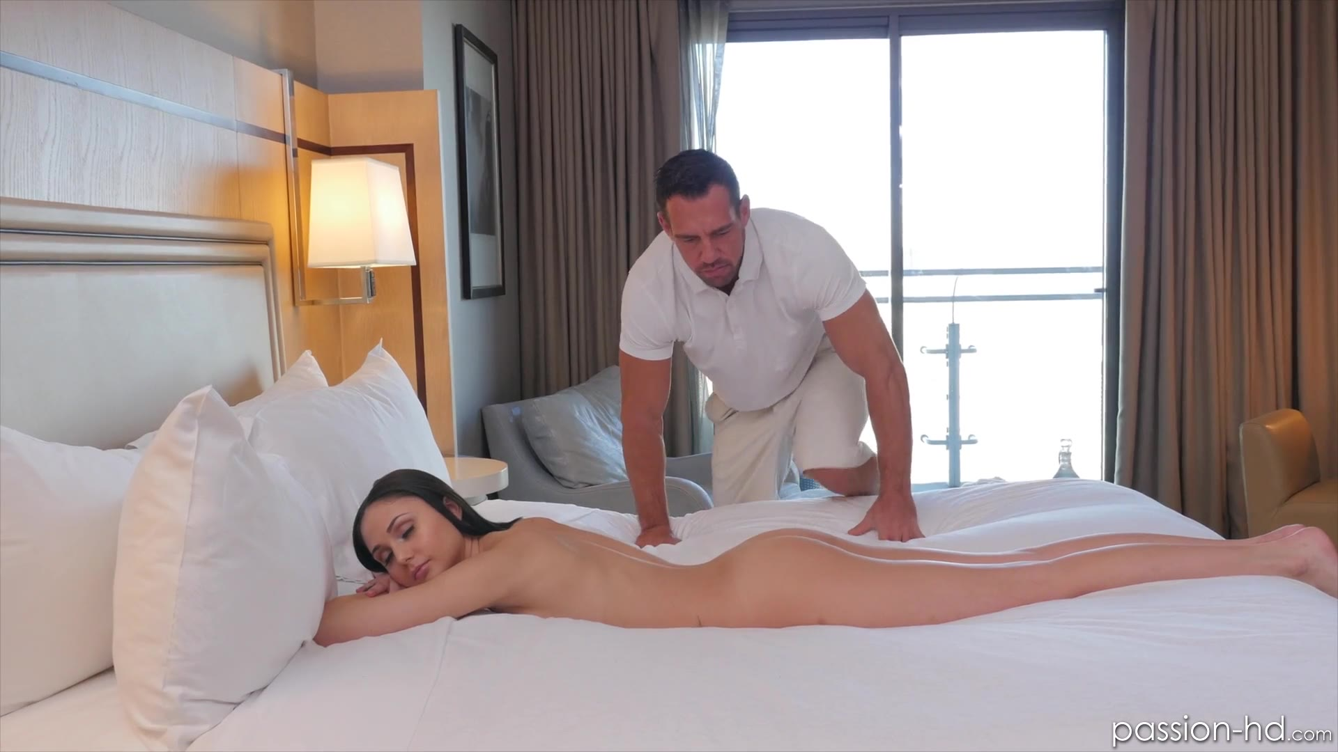 Ariana Marie - Full Service Massage