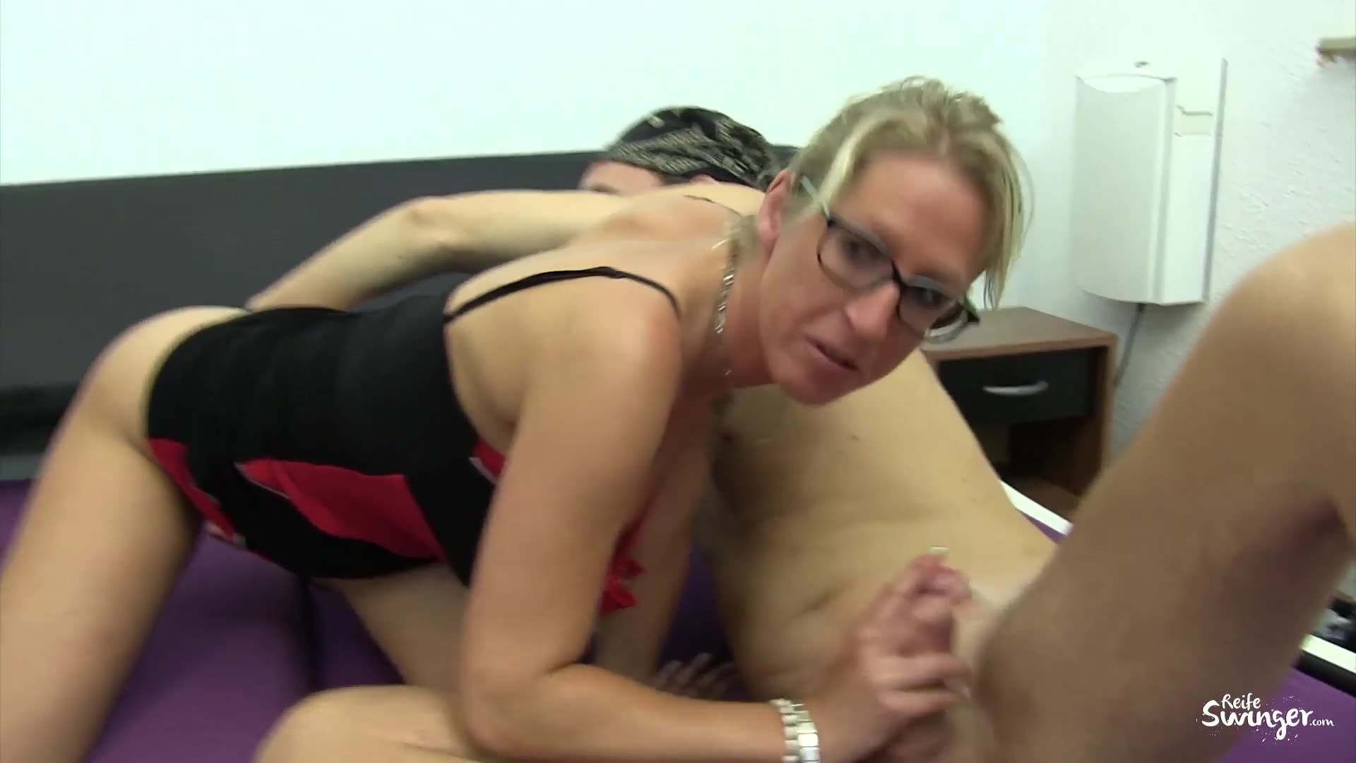 Realmomexposed experienced masseuse cant resist a young coc - 5 6