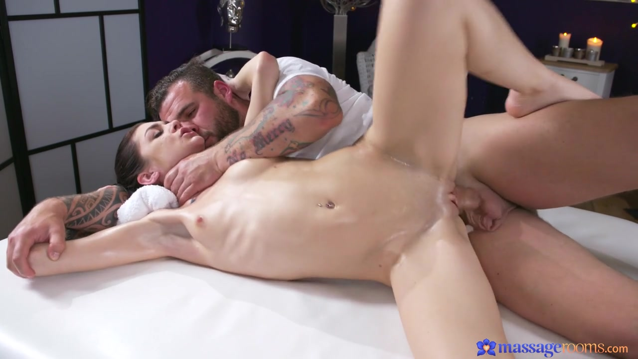 Lullu Gun - Nympho Brunette Orgasms on Big Dick