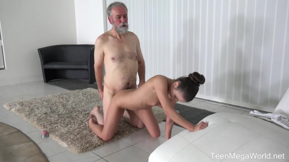 Anita Bellini - Old man cums into a fresh mouth