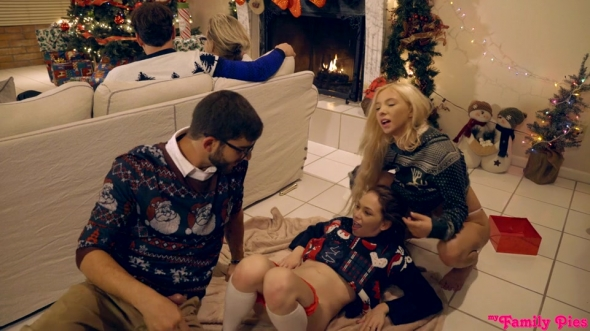 Angel Smalls, Kenzie Reeves - Christmas Family Sex