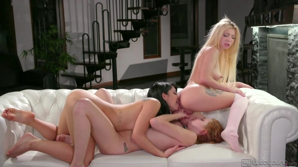 Gina Valentina, Kenzie Reeves, Cadey Mercury - Helping My Roommate