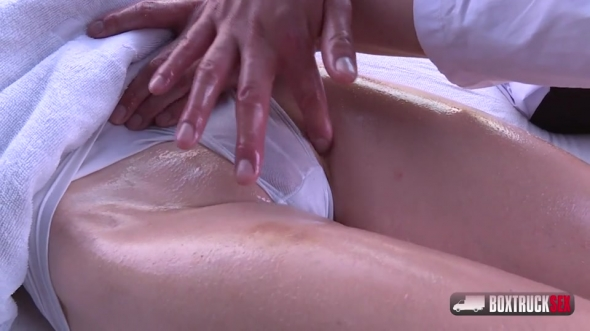 Simona Dreweova - Simona Dreweova tries our multiple massage