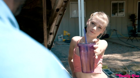 Chloe Couture, Hannah Hays - Jizzwold Family Vacation Part 1