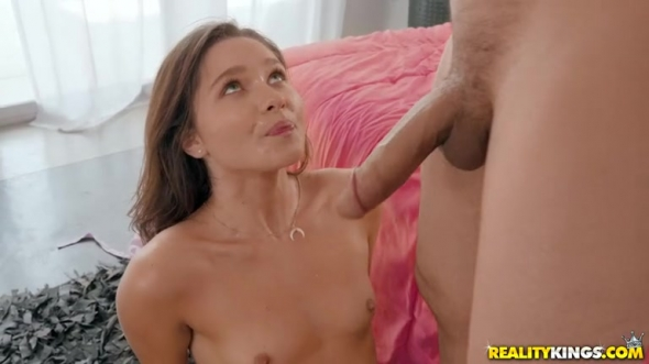 Zoe Bloom - Zoe Too Tight For Scene