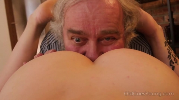 Charli Red - Cutie wants a photo but gets wrinkled dick