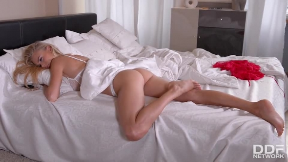 Nancy A. - Cam Girl gives us her Cunny - Solo Vibrator Experience