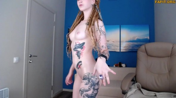 Naked 18 yo artist Crystal s solo show